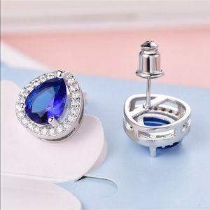 Tear drop sapphire white gold stud earring